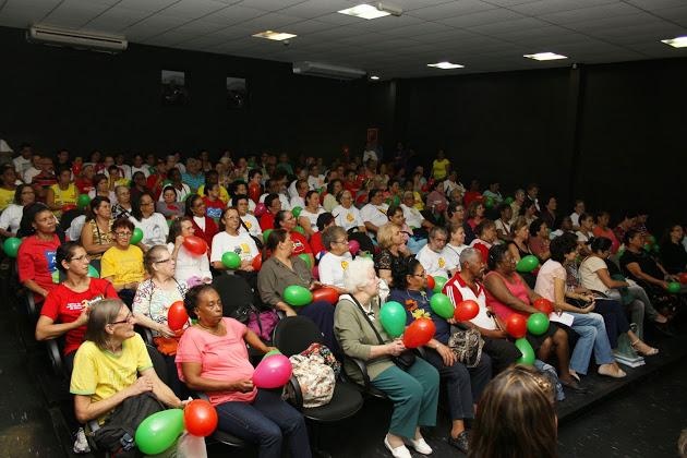 Mais de 300 idosos compareceram as festividades do Dia Internacional do Idoso em Embu das Artes - Foto: Divulgação