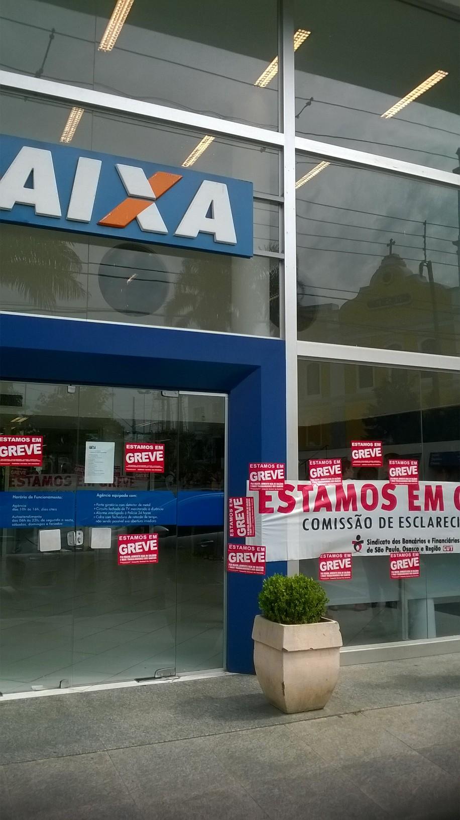 Bancos aderem a greve em Taboão e região- Caixa Econômica Federal, em Itapecerica da Serra- Foto: Williana Lascaleia