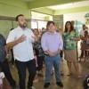 Presidente Ney Santos, vereador Jefferson e secretário Pedroso em reunião com pais de alunos - foto: Comunicação-CMETEA