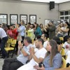 Educadores aplaudem aprovação de contratação de tradutor de Libras, observados por mestres e aprendizes de capoeira - Foto: Adilson Oliveira/CMETEA