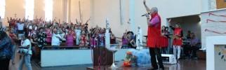 As missãs de Louvor e Libertação acontecem aos domingos as 15hs no Santuário - Foto: Williana Lascaleia