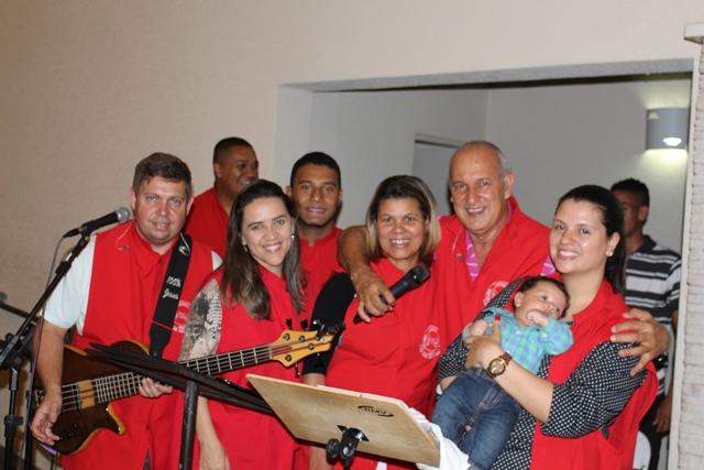 Banda Vida e Louvor que acompanha o cantor no Santuário e em shows por todo o país - Foto: Williana Lascaleia