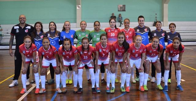 Equipe feminina de futsal do Taboão mantém a vice-liderança do Campeonato Paulista invicta até o momento - Foto: Divulgação