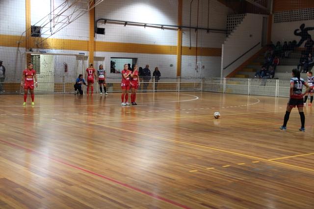 Futsal feminino de Taboão decide vaga para final do Campeonato Paulista no próximo sábado, 14, no Ginásio Zé do Feijão - Foto: João Back