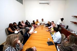 Assinatura do convênio de aproximadamente R$ 2 milhões aconteceu no gabinete do prefeito Fernando Fernandes - Foto: Ricardo Vaz