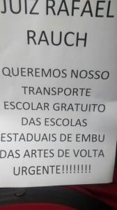 Alunos fazem manifestação reivindicando transporte escolar em Embu - Foto: Divulgação