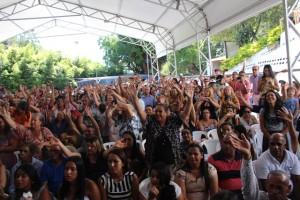 """População comparece em festa de posse de Ney Santos e canta """" Embu tem jeito, Ney Santos prefeito"""" Foto: Williana Lascaleia"""