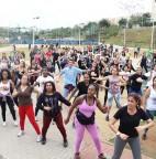 Foto 01 - Secretaria de Esportes abre vagas para aulas de zumba no Parque Linear